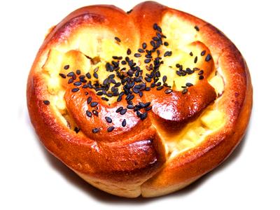 【スワン ベーカリー】 太田市 さつまいもロールパン